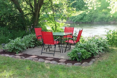 Riverfront country escape 2 acres -newly renovated