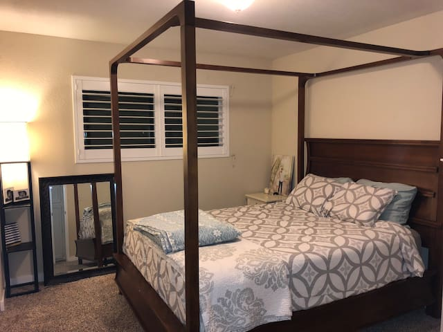Beautiful private bedroom with comfy Queen bed!