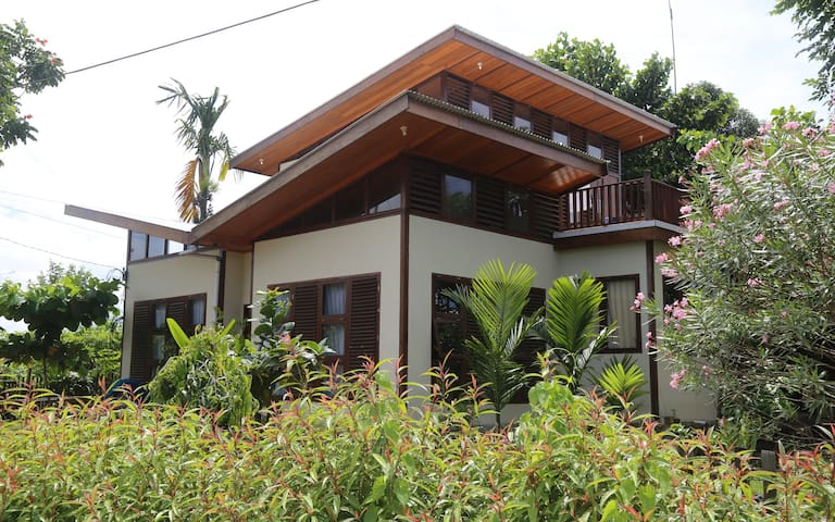 Kurabesi Dive Lodge - Manokwari - Casa