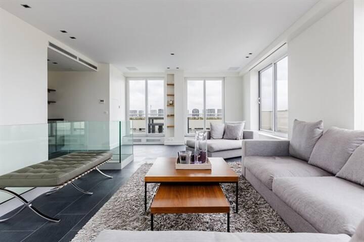 maison blanche duplex de luxe avec terrasse appartements louer paris le de france france. Black Bedroom Furniture Sets. Home Design Ideas