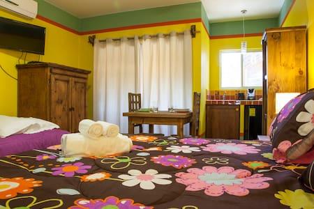 New suite gialla con angolo cottura - La Paz - Bed & Breakfast