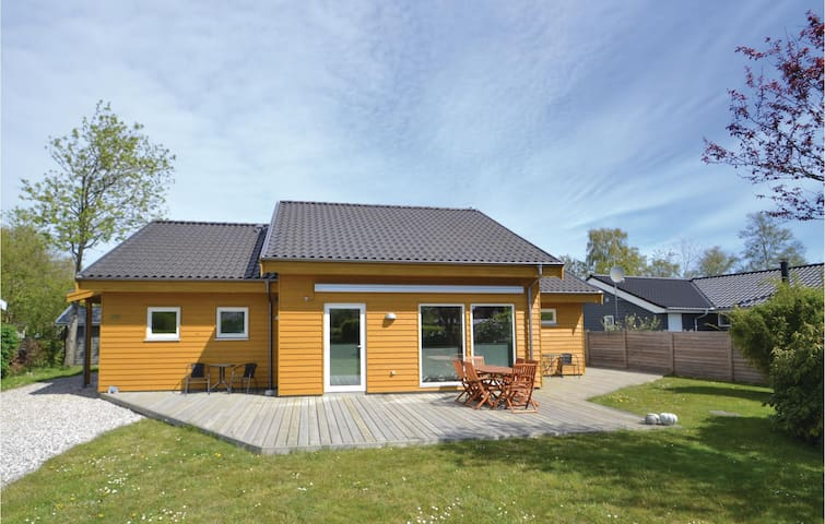 Holiday cottage with 2 bedrooms on 115m² in Grenaa