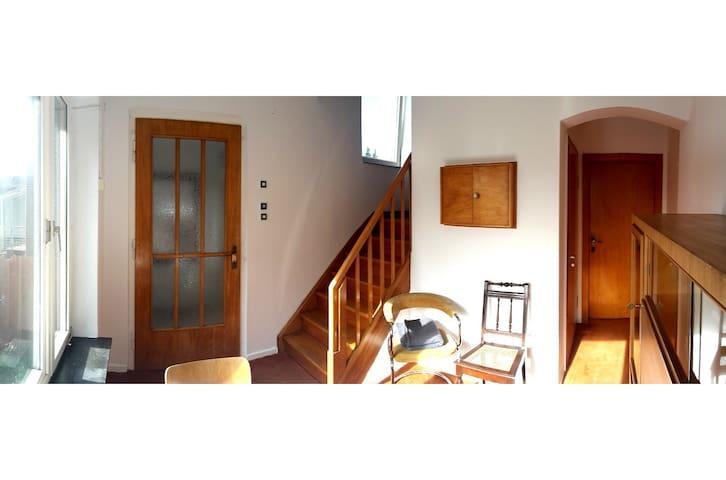 Entrance/Lounge