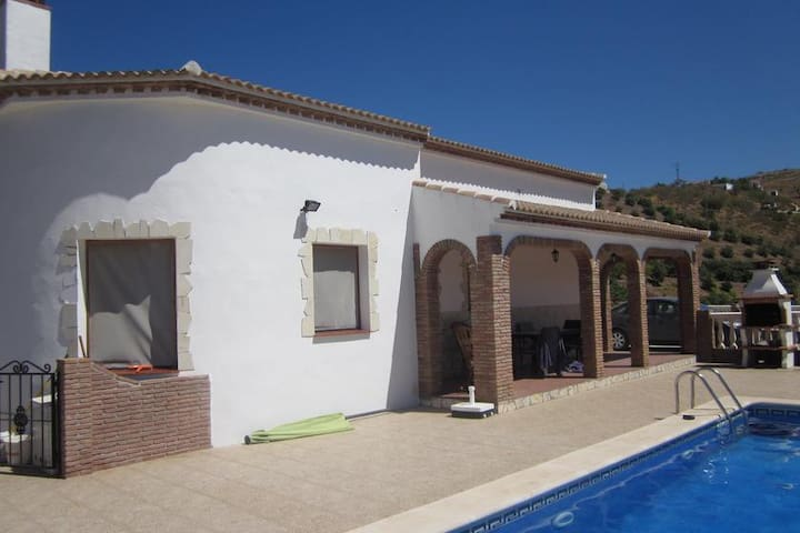 Stunning views. 3 Bed Villa - Iznate - Villa