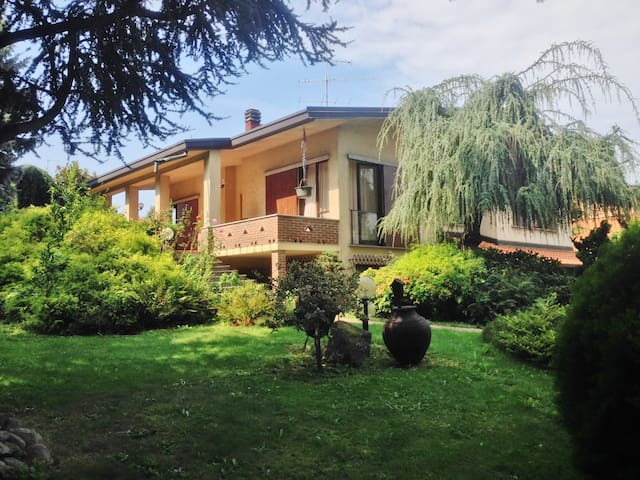 Villa with garden for Como & Milan - Guanzate - Casa