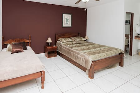Room type: Private room Property type: Bed & Breakfast Accommodates: 6 Bedrooms: 1 Bathrooms: 1