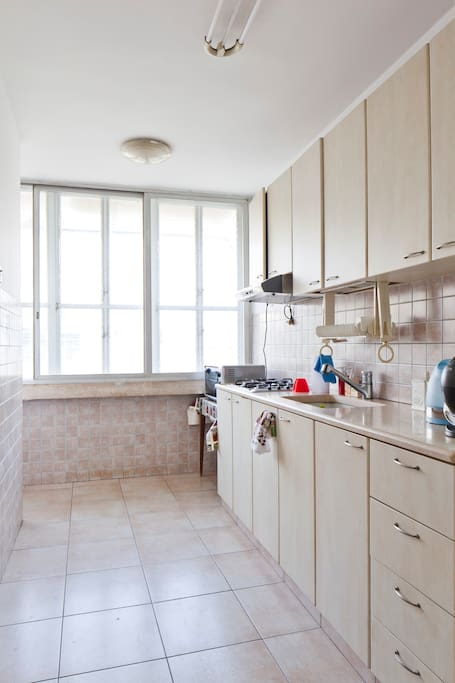 Kitchen with oven , microwave, boiler, coffee machine, 4 gaz.