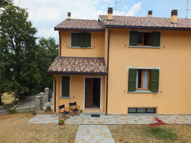 Beautiful portion of villa - Villa Minozzo - Apartamento