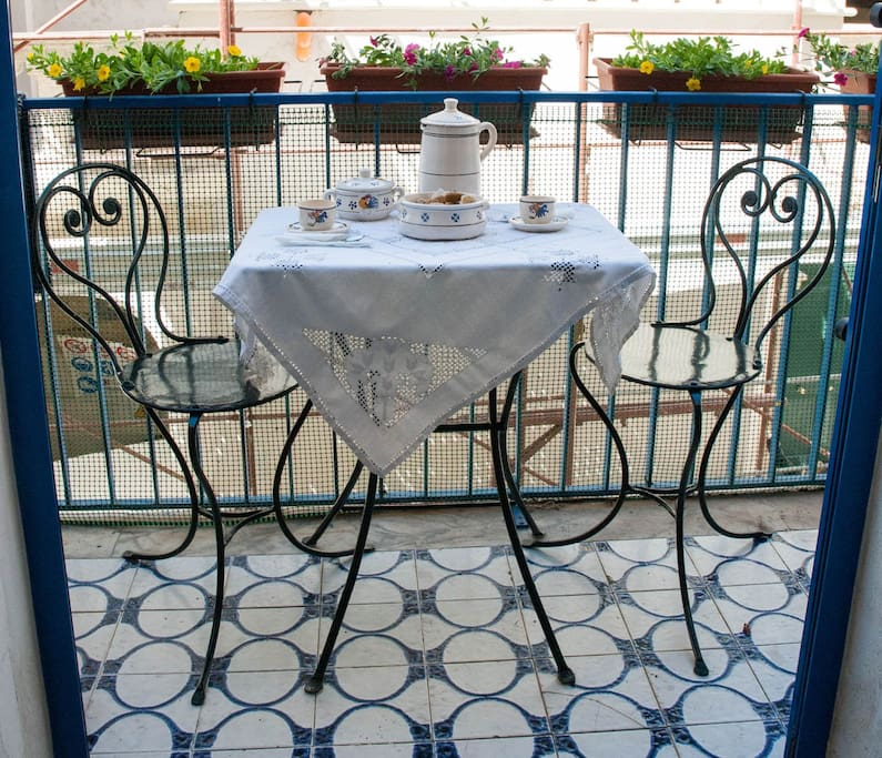 un buon caffè sul balcone