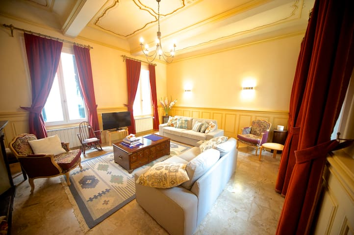 Stunning 2br apartment in ancient Narbonne