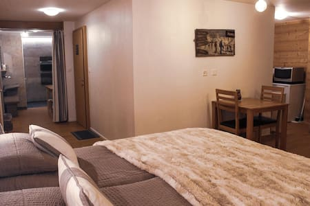 Spacious private room with bathroom, Veysonnaz