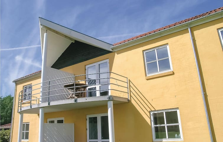 Holiday apartment with 2 bedrooms on 53m² in Hals