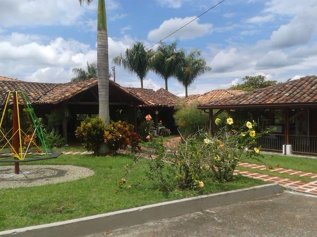 """CASA CAMPESTRE """"RANCHO LA MEJORANA"""" - Quimbaya - House"""