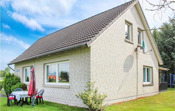 Semi-Detached with 1 bedroom on 90m² in Ihlow
