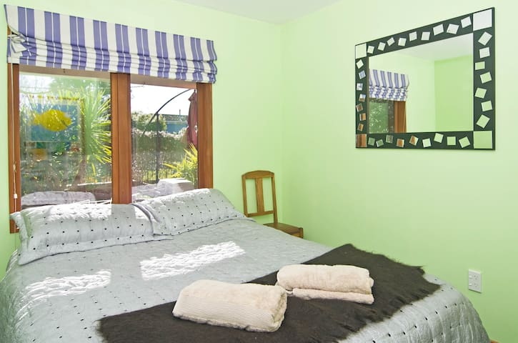 Comfy Queen  Bed in Family Home