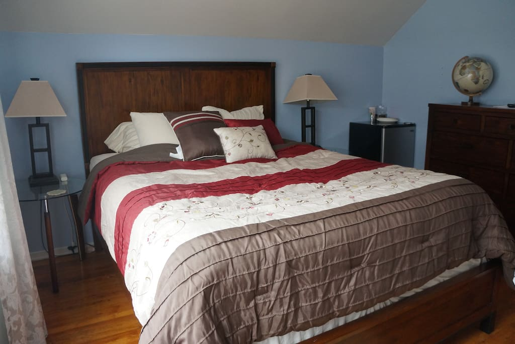 BLUE ROOM: Queen size bed with nightstands and bedside lamps