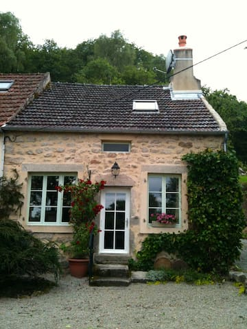 18th Century Country House (gite) - Saint-Léger-Vauban - House