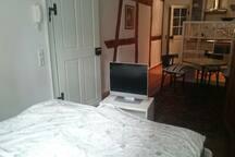 Bett und Fernsehr