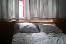 Doppelbett 160 breit für 2 Personen geeignet