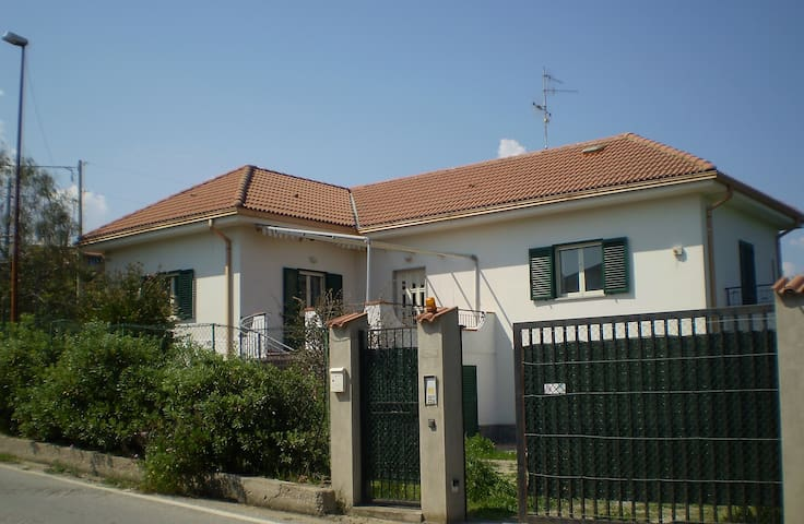 Splendida villa al mare - Monasterace Marina - Villa