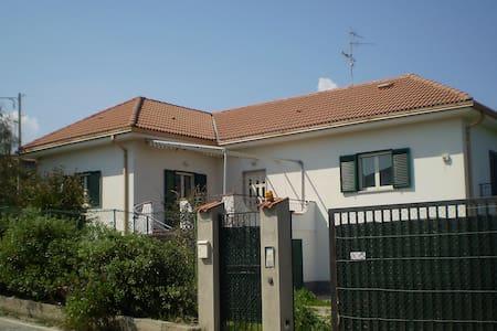 Splendida villa al mare - Monasterace Marina - Vila
