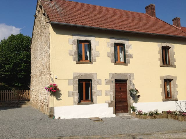 Meadow View Gîtes - Bluebell Cottage (Sleeps 10) - Janaillat - Blockhütte