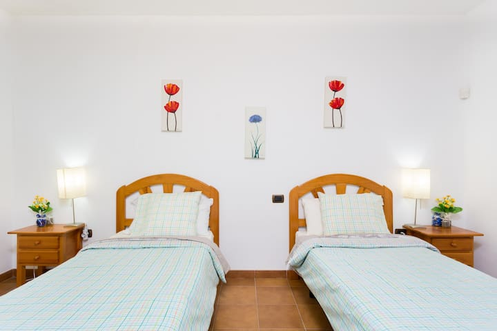 WIFI TENERIFE SOUTH twin room(2single beds)