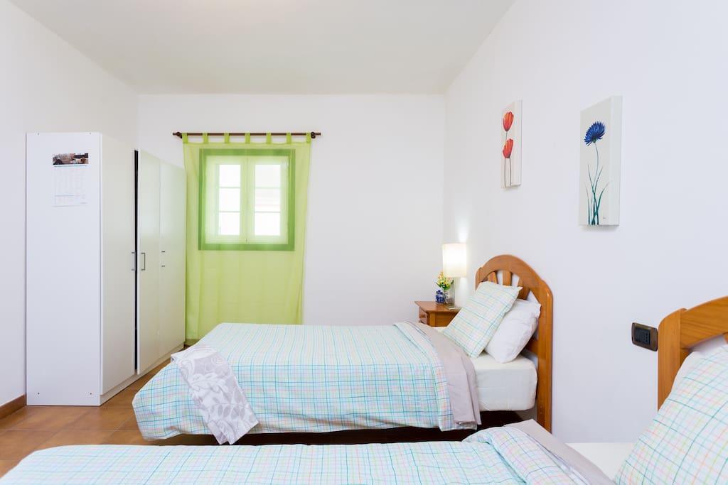 Wifi hab doble 2 camas tenrife sur casas en alquiler en for Camas tenerife