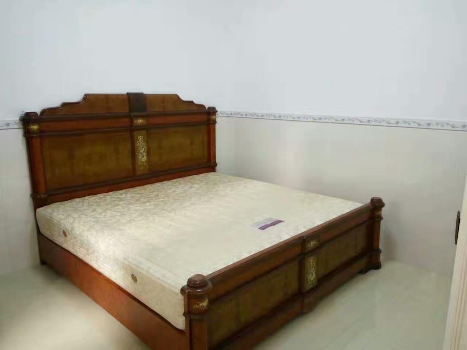 每间房独立大床,全新日系风格床上用品。