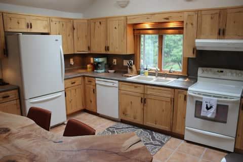 Mid century modern getaway cottage  near Ohiopyle