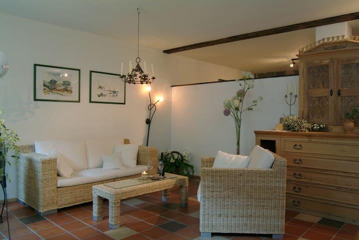 """Weingärtners Hof (Sommerach), Ferienwohnung """"Weininsel"""" (60qm) Helles Appartement mit voll ausgestatteter Küche"""
