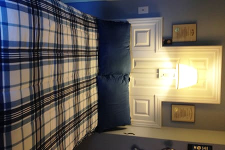 Bourbon County Blue Room w 1/2 bath - Hus