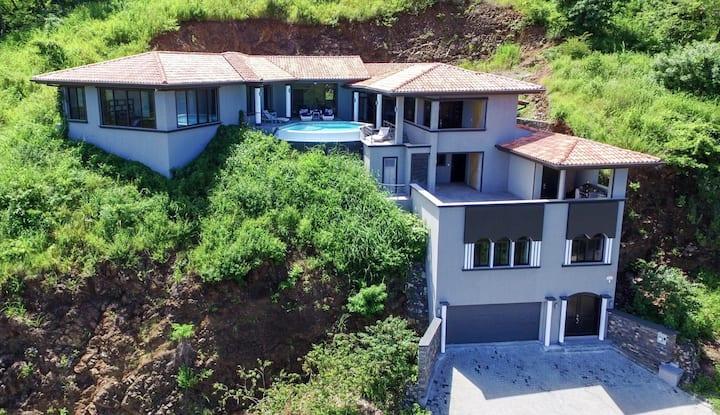 Villa Sueño Moderno, Amazing Ocean Views Sleeps 6
