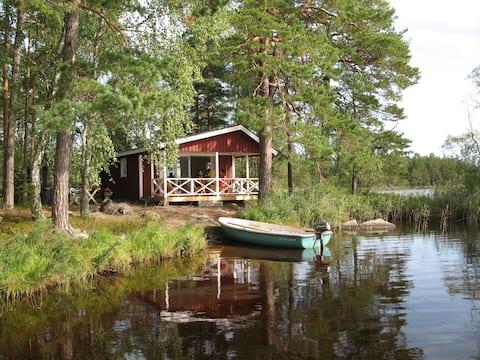 Hytte på en privat ø med motorbåd