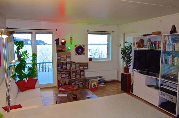 Charming flat by the sea front - Alesund - Apartamento