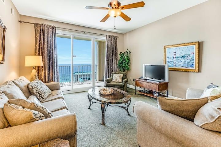 Family-friendly beach condo w/coastline views, balcony, shared pool, gym, tennis