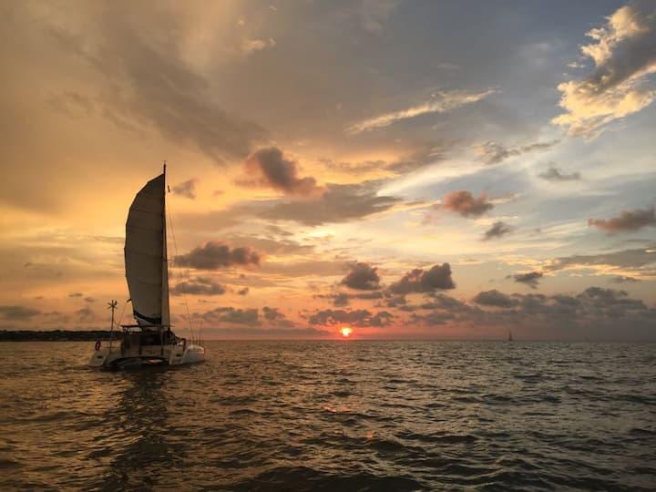 Navega y Duerme a Bordo de Nuestro Catamarán