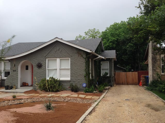 Cozy Garage Efficiency Apartment - San Antonio - Byt
