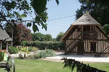 CHAUMIERE EN NORMANDIE - Beuzeville - Hus