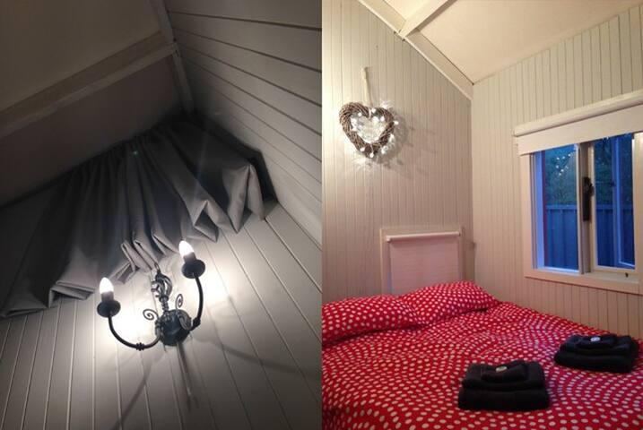 Cosy, intimate, romantic bedroom.