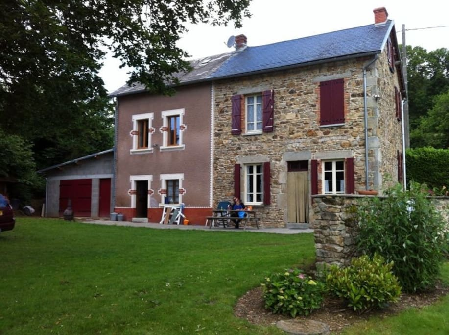 wonderful countryhouse in auvergne houses for rent in. Black Bedroom Furniture Sets. Home Design Ideas