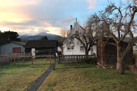 Vintage Tiny House - Port Angeles - Guesthouse