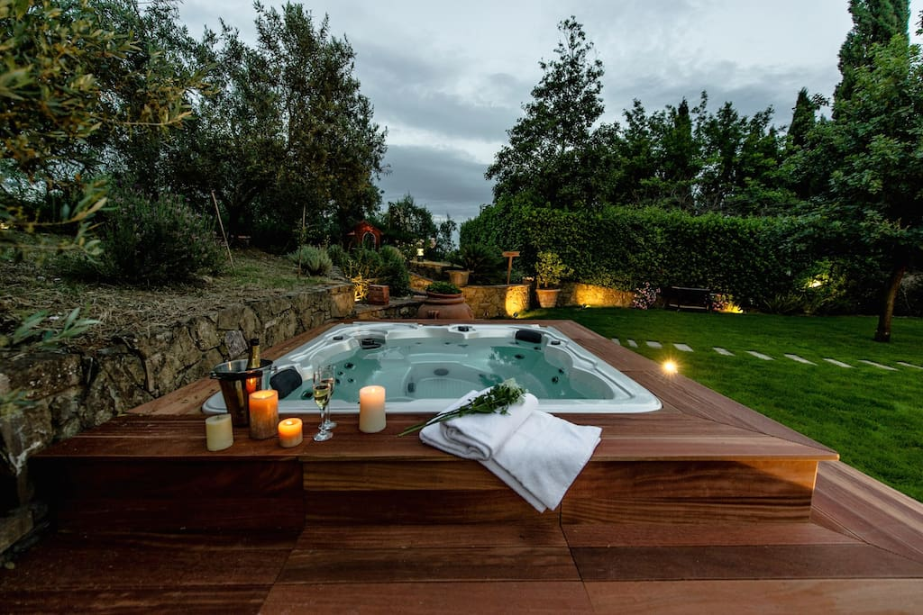 independent villa with jacuzzi h user zur miete in vinci toskana italien. Black Bedroom Furniture Sets. Home Design Ideas