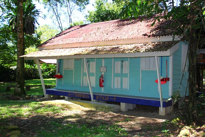 Tampang House chalet in Eco-friendly Campsite - Gopeng - Lomamökki