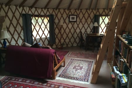 Cozy yurt getaway with sauna - บริสตอล