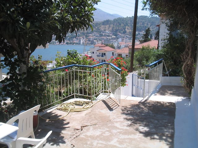 Redecorated old house by the sea - Amfilochia - Maison