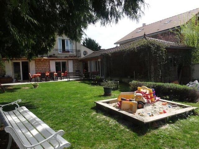 Grande maison familiale-piscine-jardin- 15' Disney - Ferrières-en-Brie