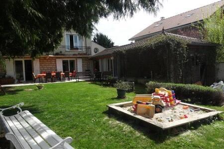 Grande maison familiale-piscine-jardin- 15' Disney - Ferrières-en-Brie - 独立屋
