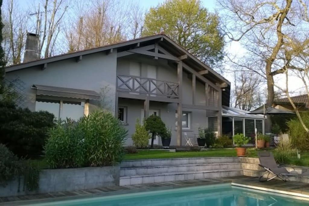 Grande maison jardin et piscine mont de marsan for Construction piscine mont de marsan