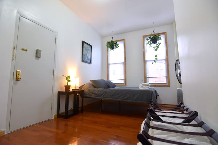 Greenpoint 2BR
